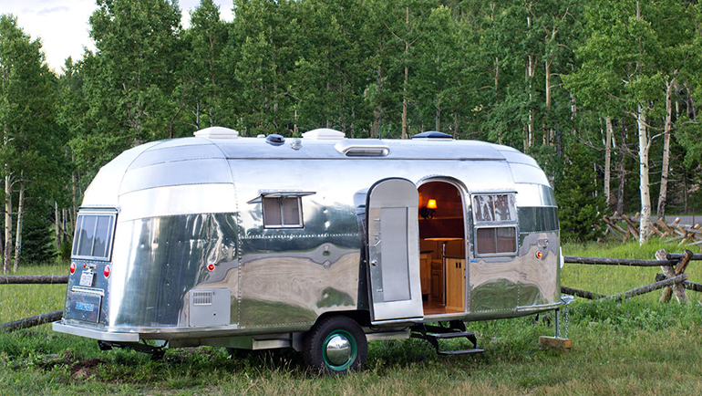 Airstream-Flying-Cloud-Travel-Trailer-05-6